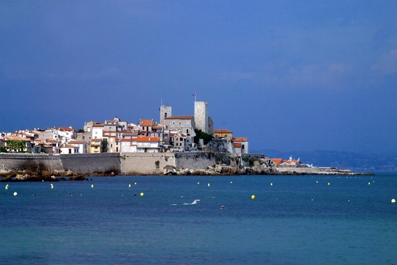 08895 remparts antibes