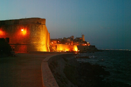 08896 remparts antibes nuit